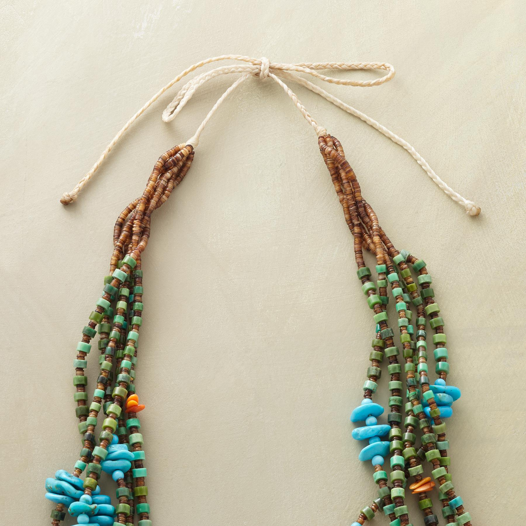 TURQUOISE SANTO DOMINGO PUEBLO NECKLACE: View 3