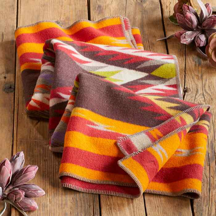 PENDLETON CREEKSIDE THROW