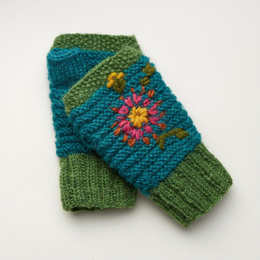 HAPPINESS IN STITCHES HANDWARMERS