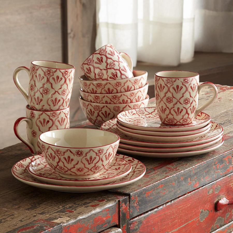RED FLOWER DINNERWARE, 16-PIECE PLACE SETTING
