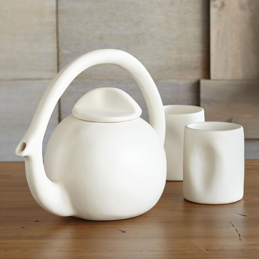 EVERYDAY ARTISTRY TEAPOT AND 2 TUMBLERS