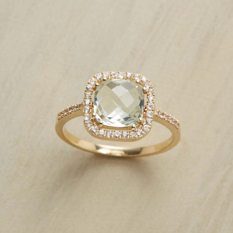 PALE PILLOW RING