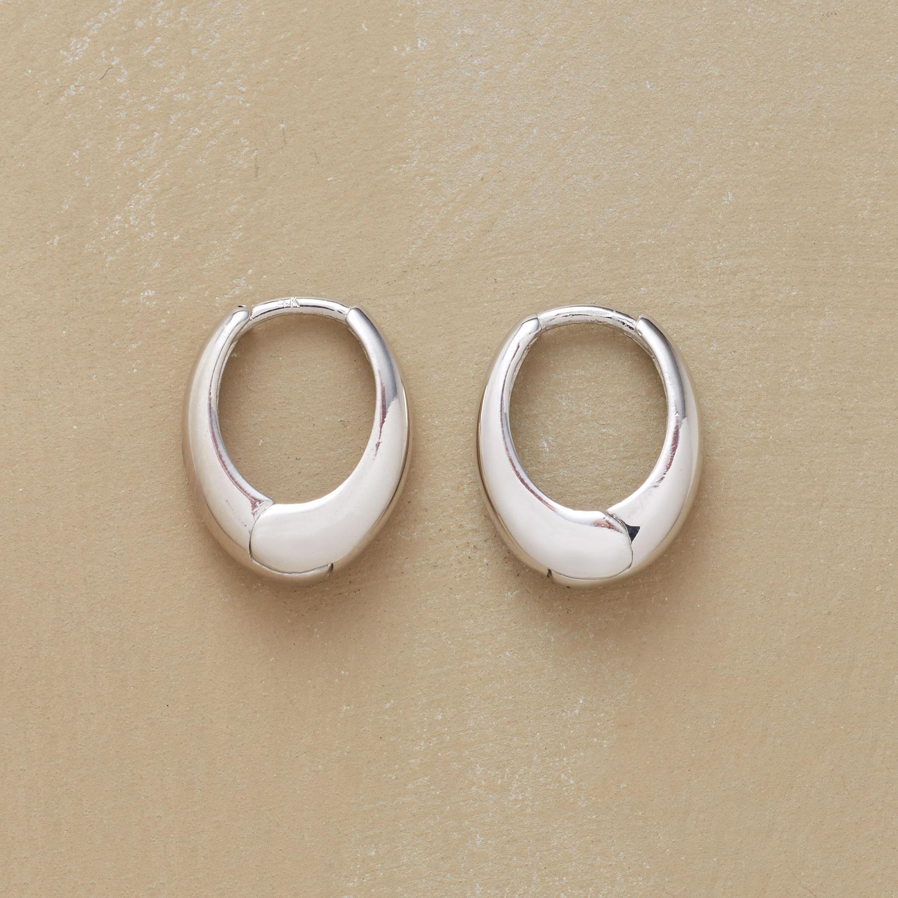 WHITE GOLD OVAL HOOPS: View 1