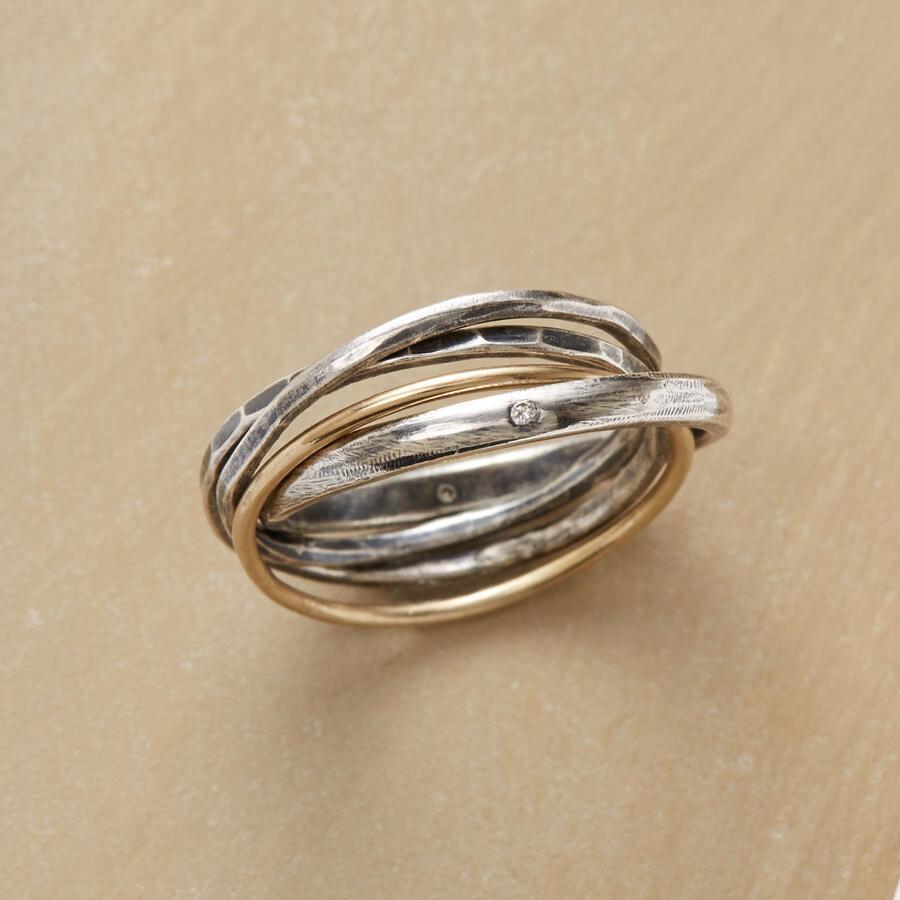 DIAMOND LINKING RING