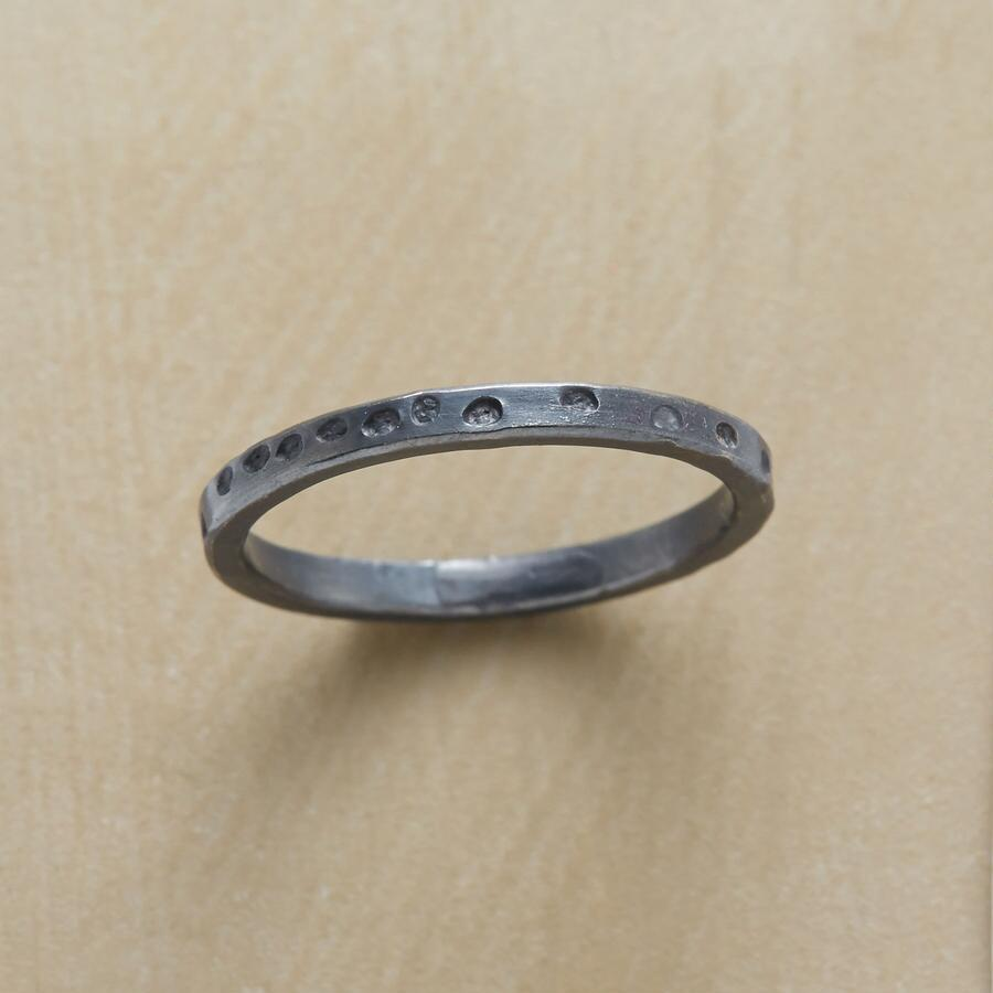 BASIC BLACK RING