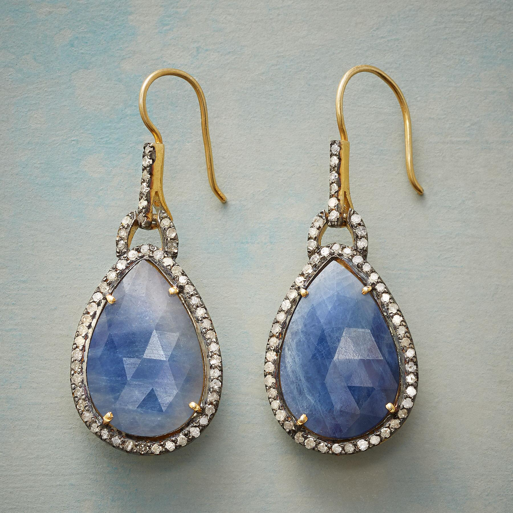 DIAMANTE BLUE SAPPHIRE EARRINGS: View 1