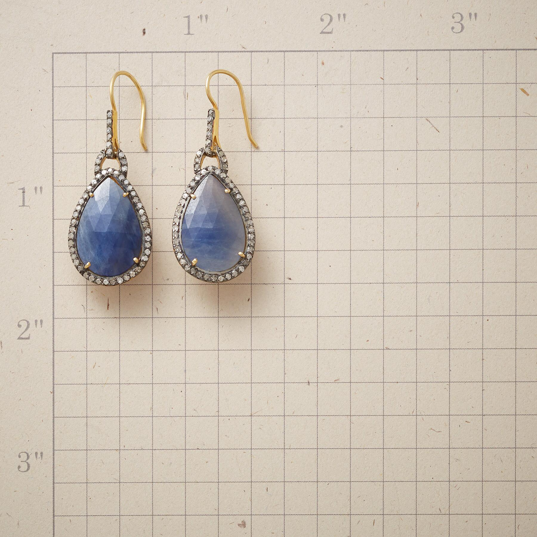 DIAMANTE BLUE SAPPHIRE EARRINGS: View 2