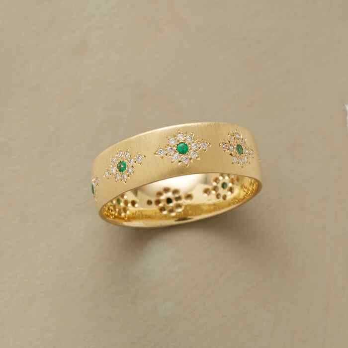 SHIMMERING EMERALD RING