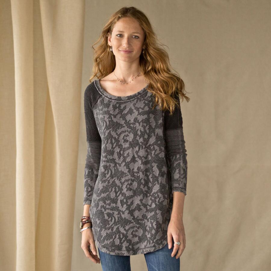 BED OF ROSES PULLOVER