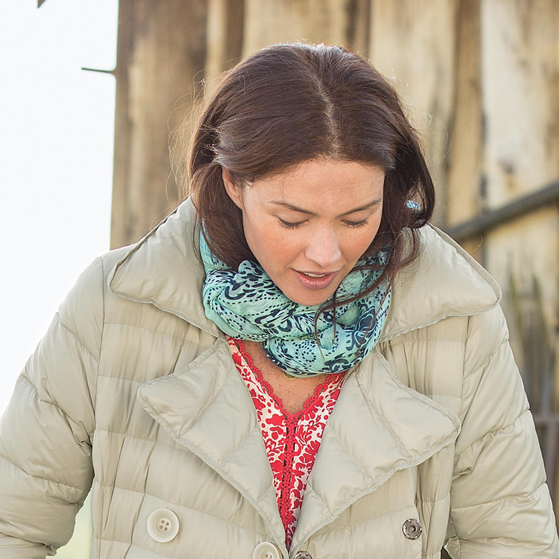 WIND & WATERS SCARF: View 3