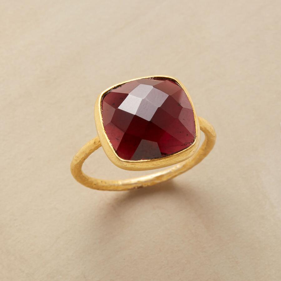 GARNET CRISSCROSS RING