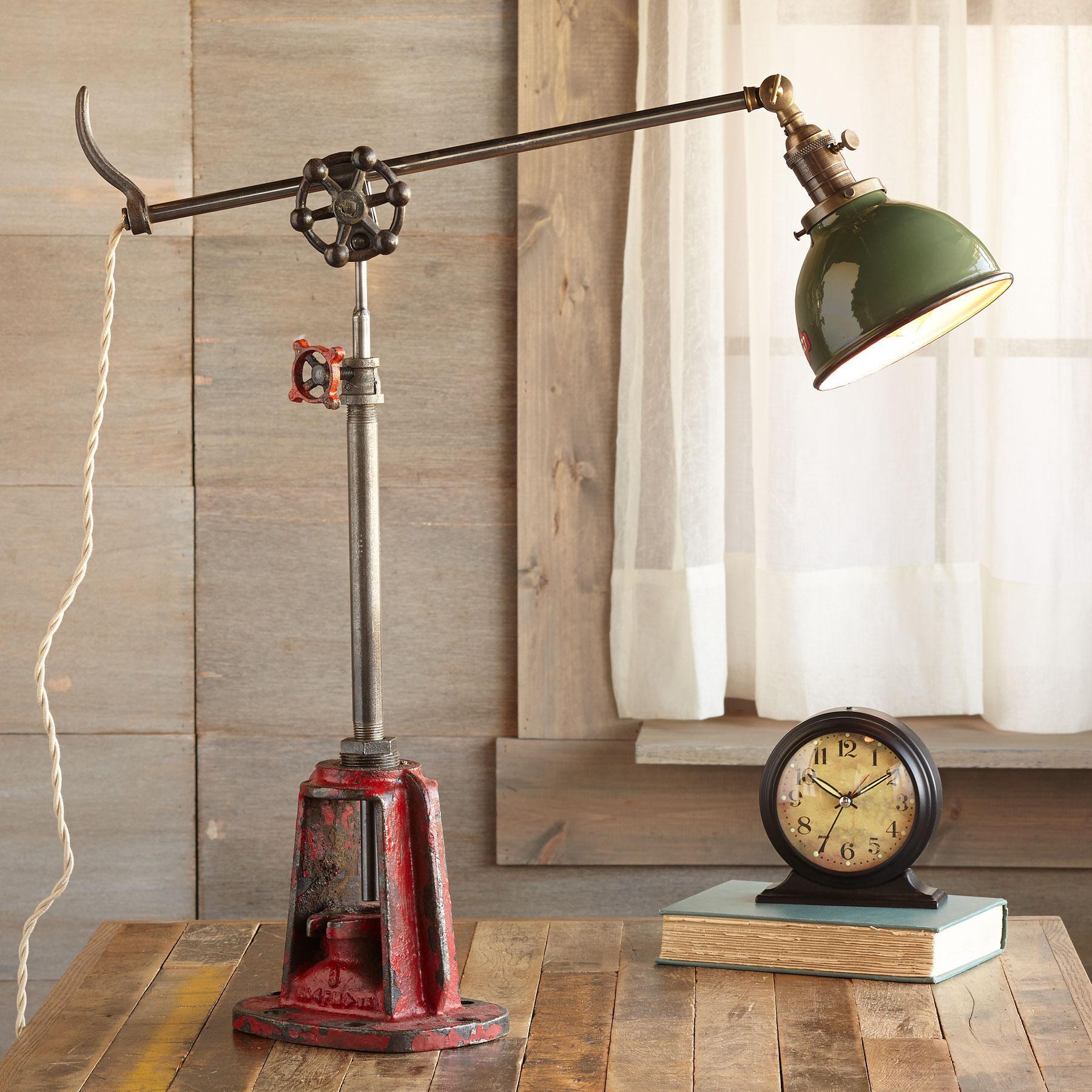 JORDAN RIVER TABLE LAMP: View 1