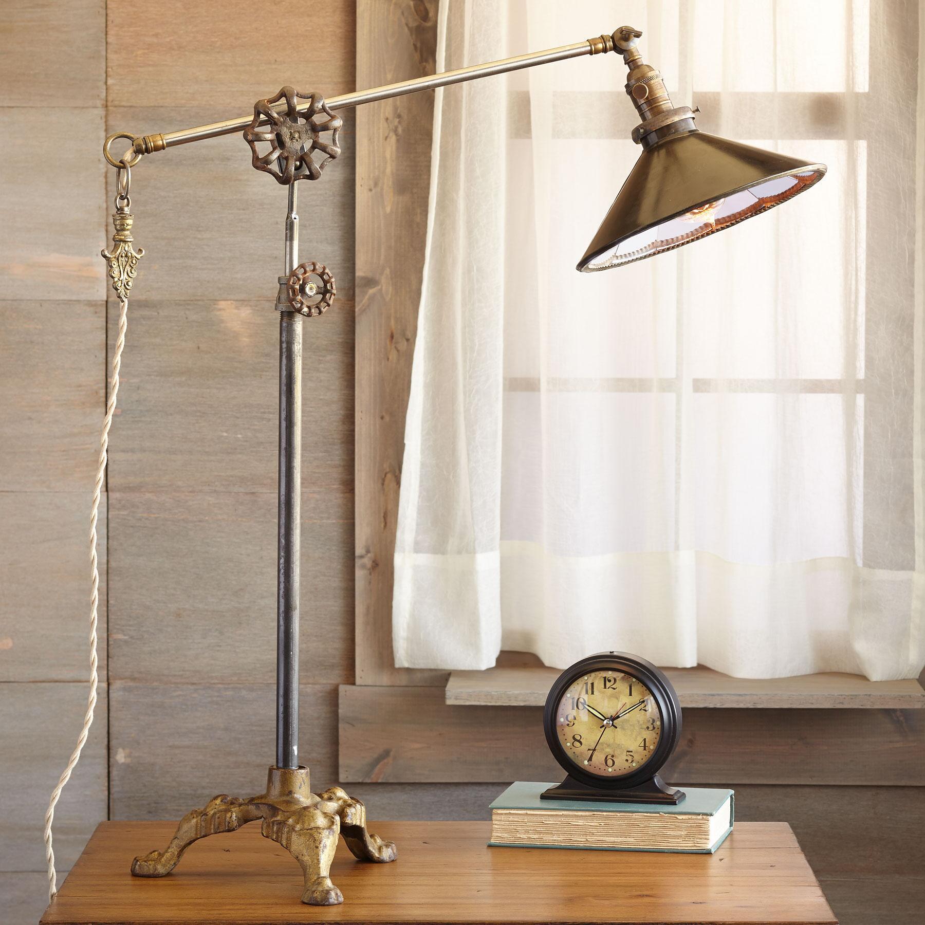 HOBBLE CREEK CANYON TABLE LAMP: View 1