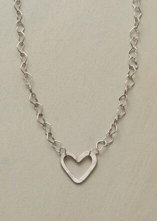 POLLY'S HEART NECKLACE