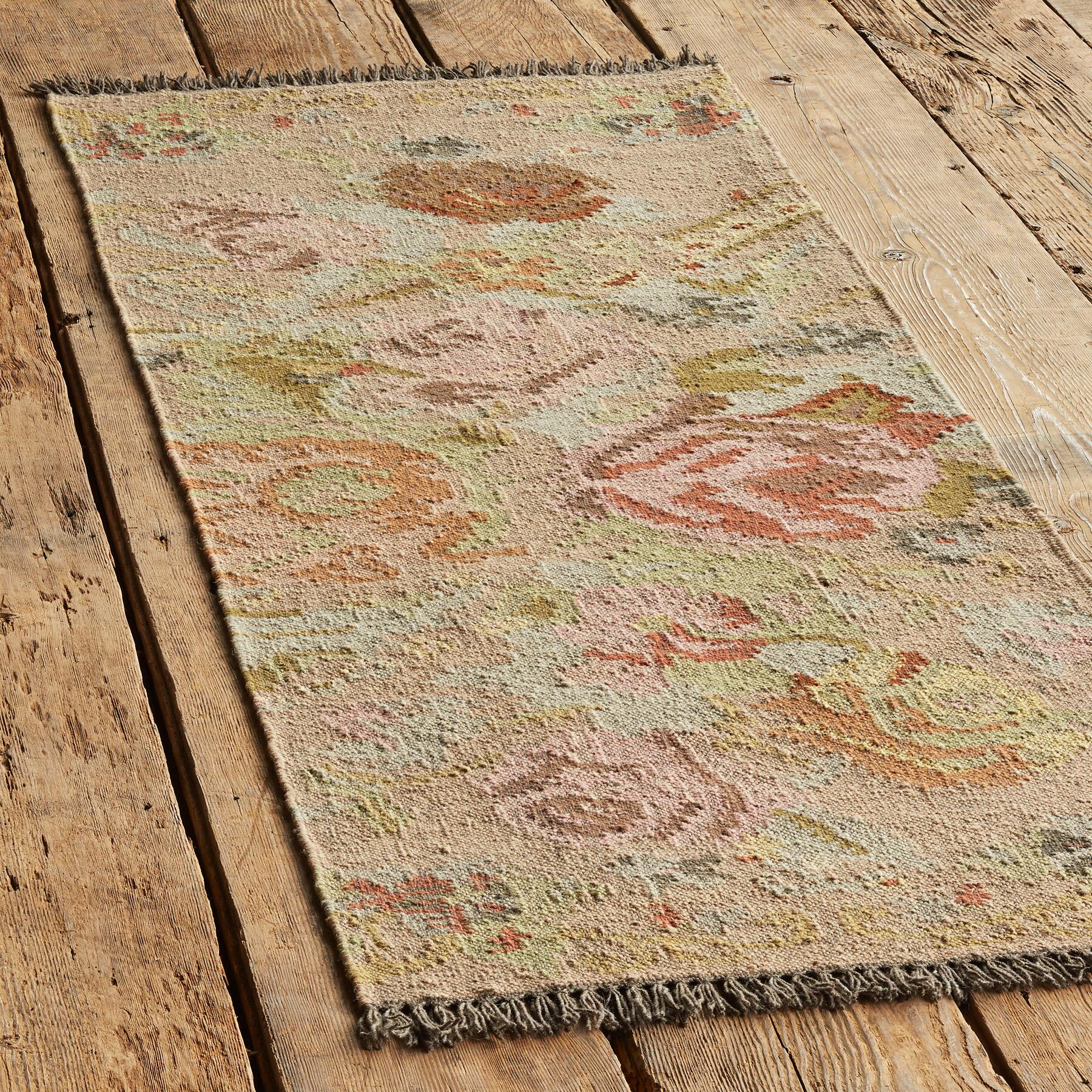 ANTIQUE ROSES KILIM RUG: View 3