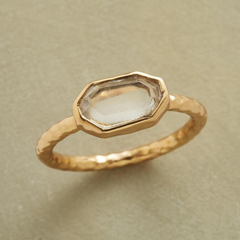 SIMPLE CHIC RING