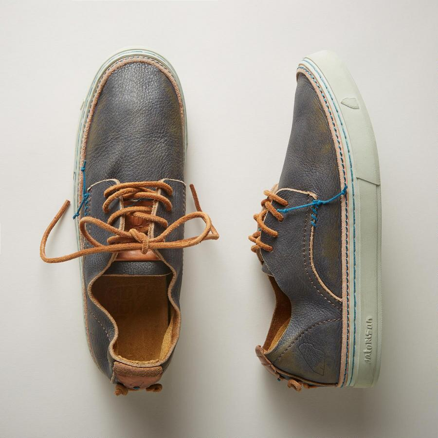 OUTRIGGER SHOES
