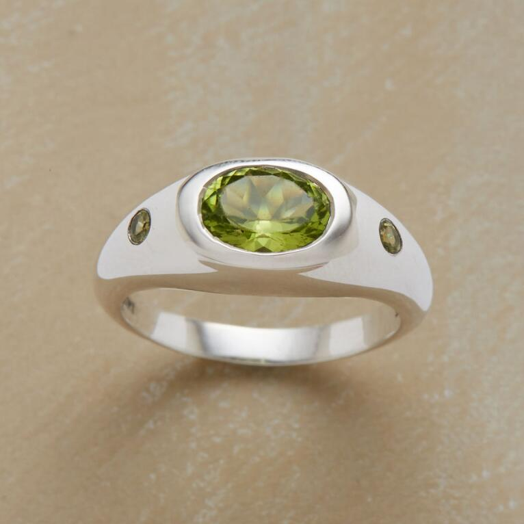 CRESTED PERIDOT RING