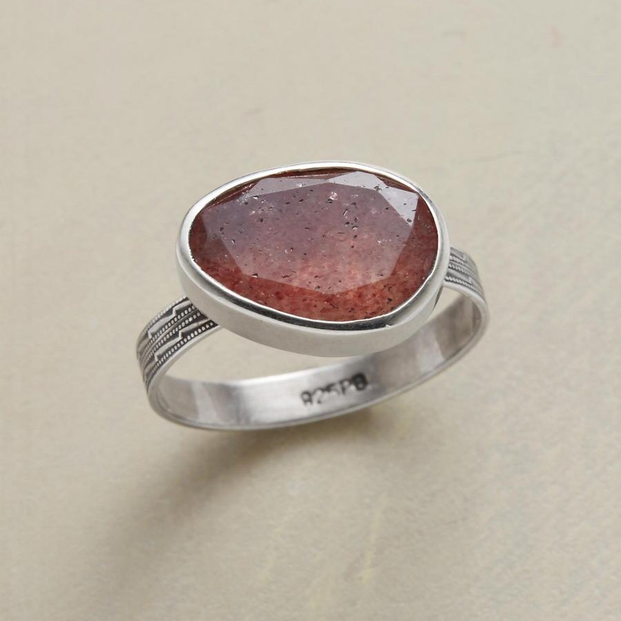 STRAWBERRY GEOMETRY RING
