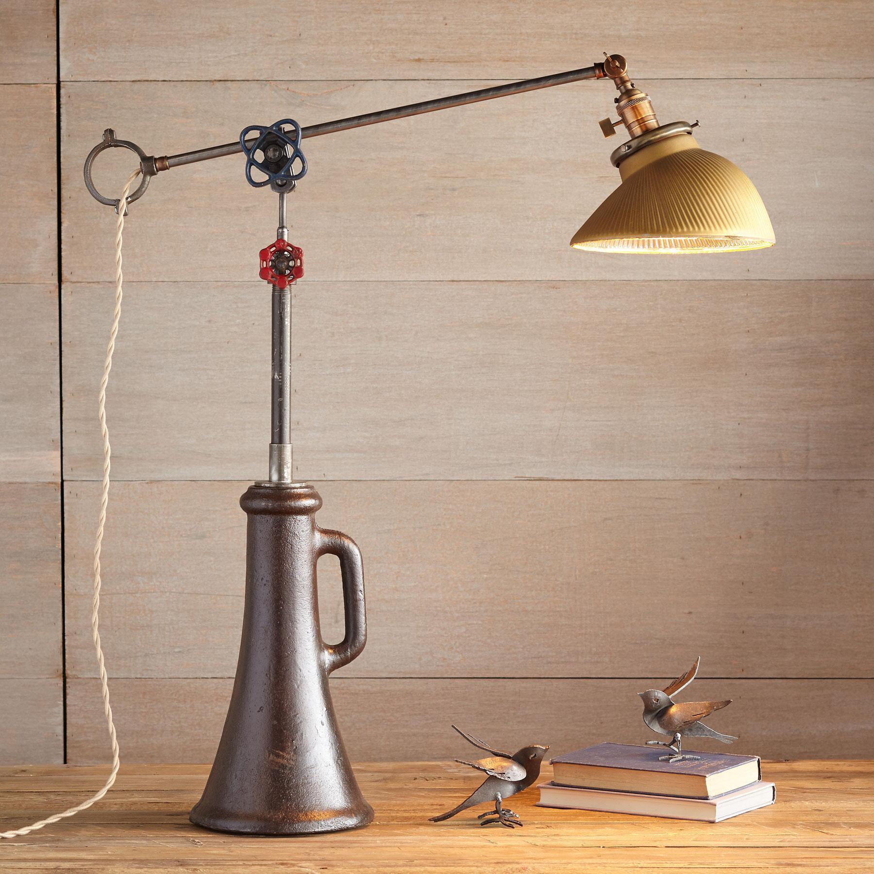 COLUMBUS TABLE LAMP: View 1