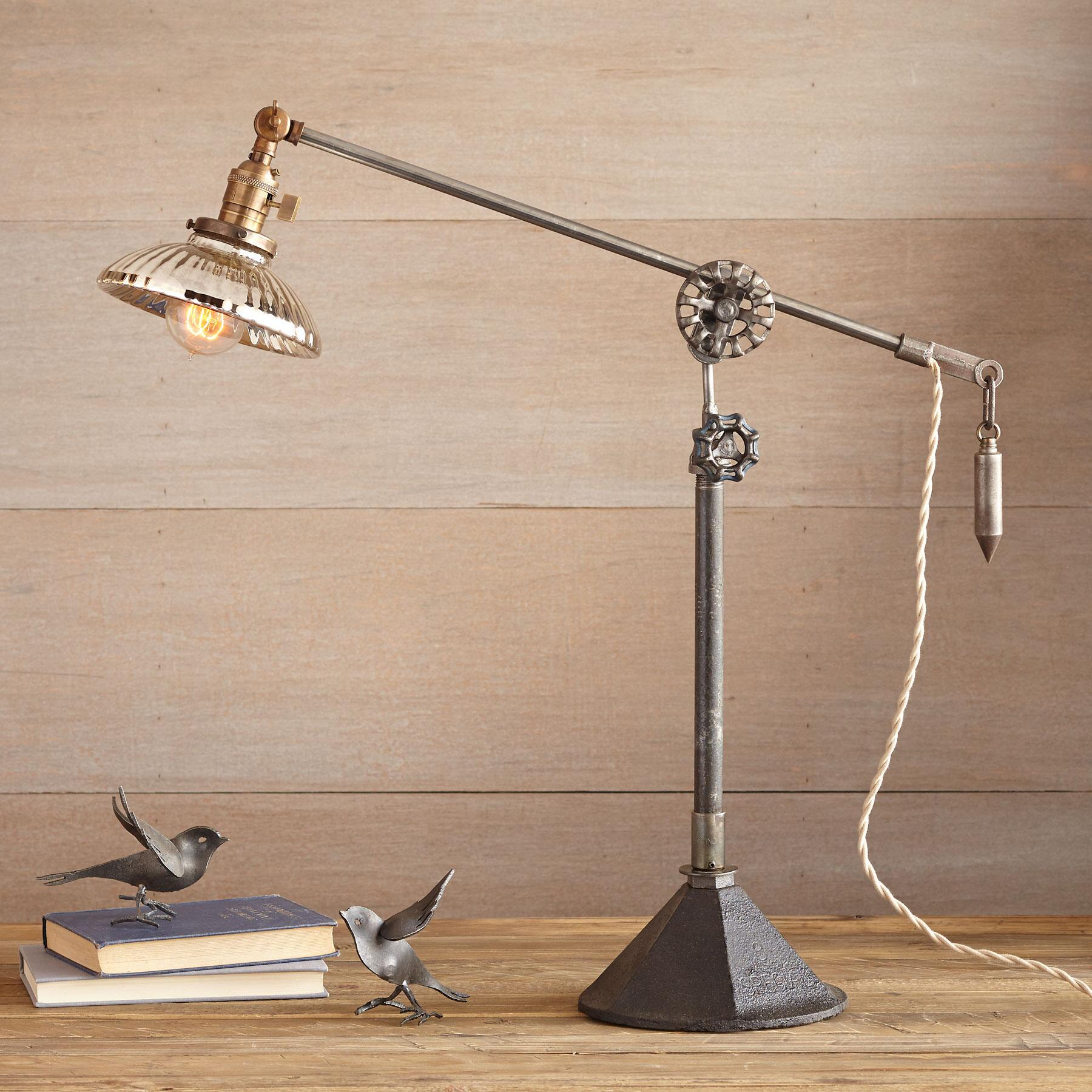 MOBILE TABLE LAMP: View 1