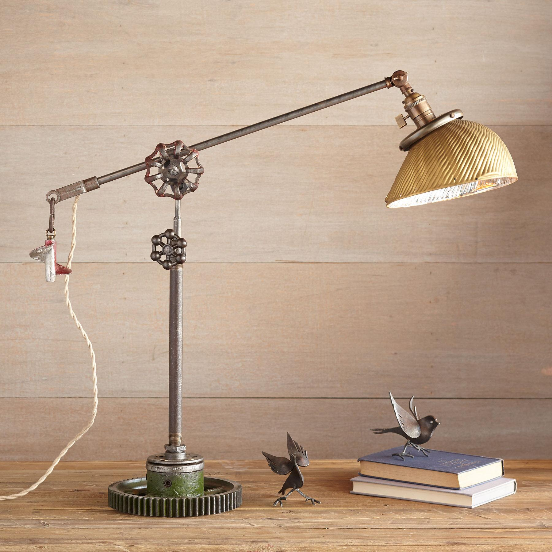 MUSCLE SHOALS TABLE LAMP: View 1
