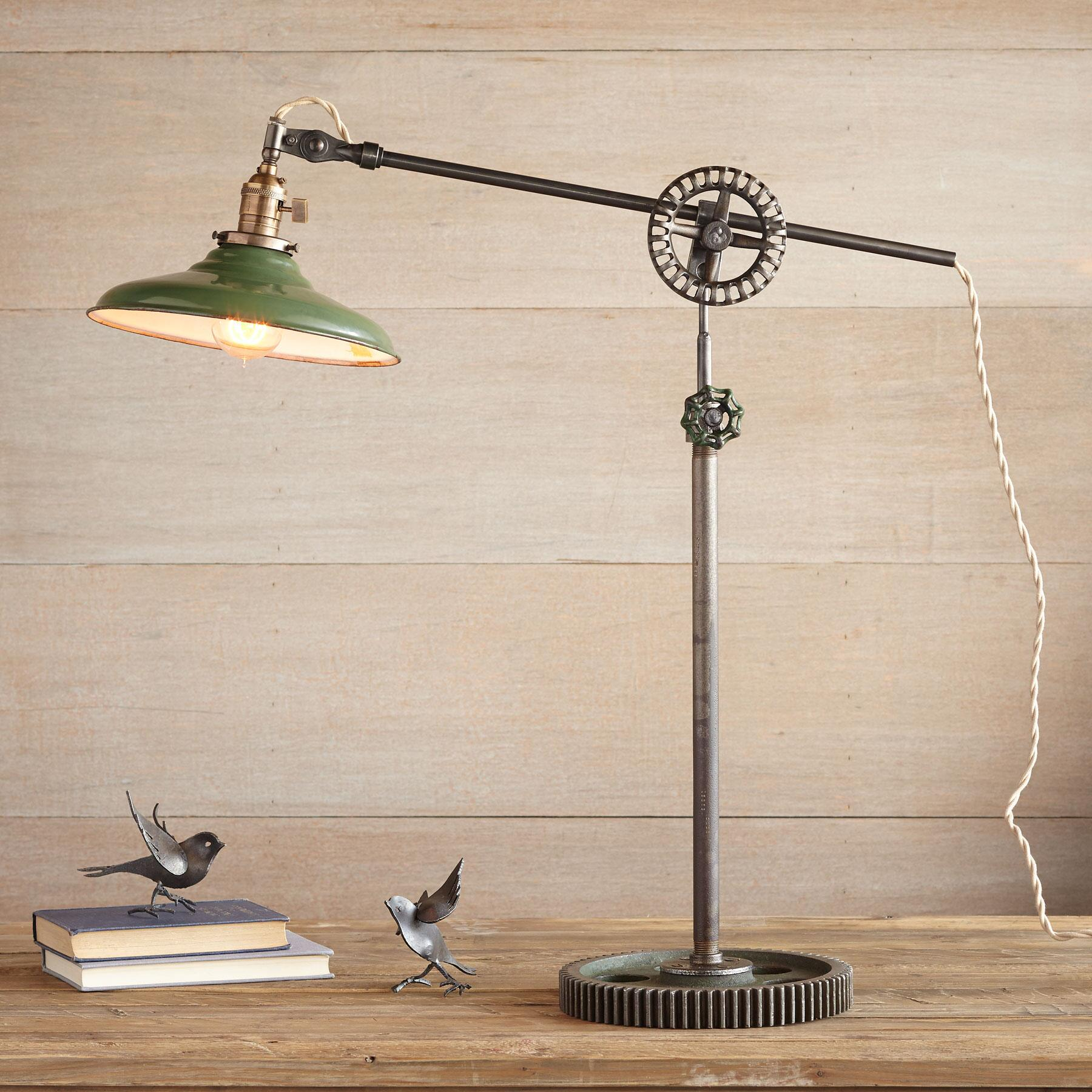 PASCO TABLE LAMP: View 1