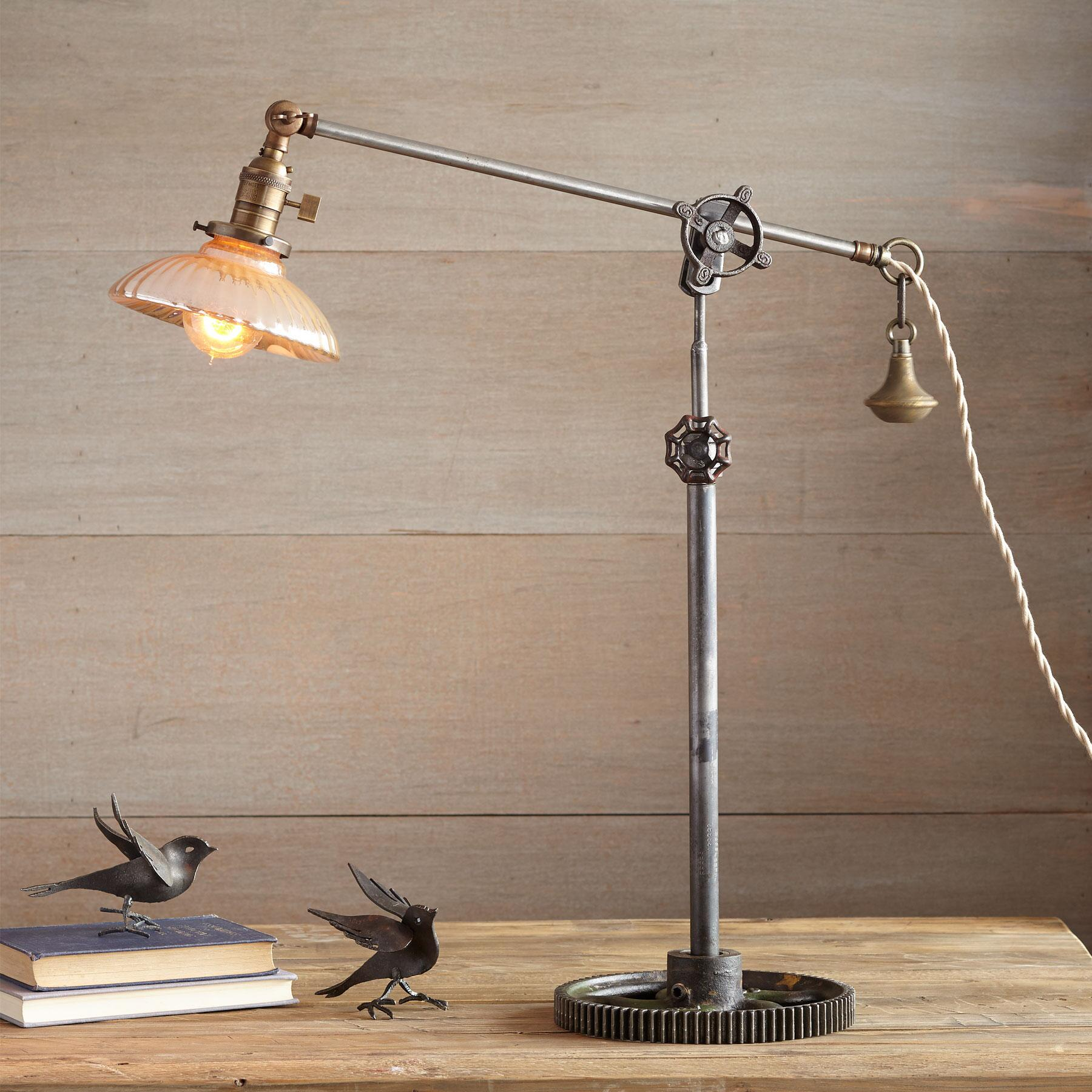 BAKERSFIELD TABLE LAMP: View 1