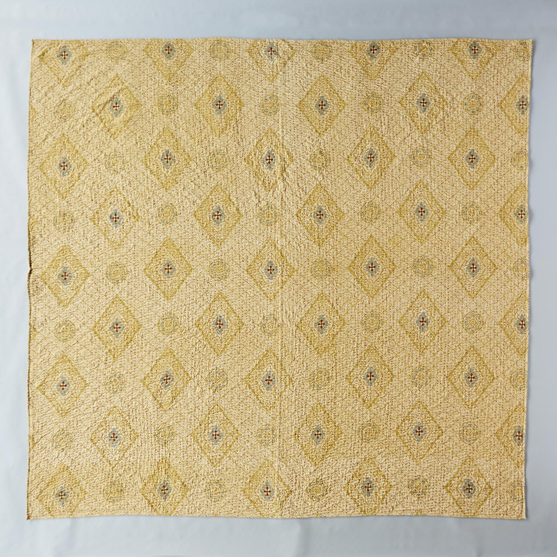 SAFFRON DIAMOND LIGHTWEIGHT QUILT: View 2