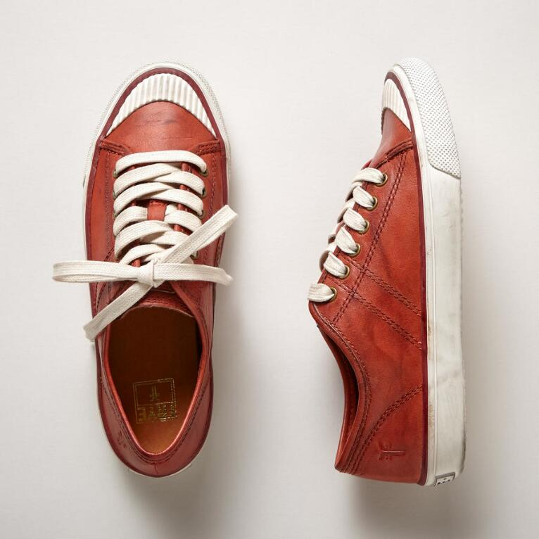 BETTY LOW LACE SNEAKERS