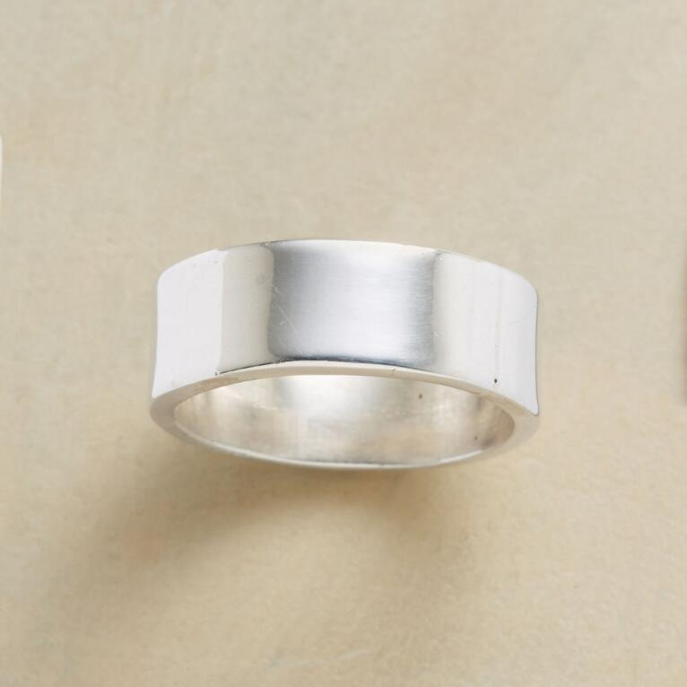BOLD AND SIMPLE BAND RING