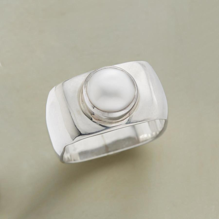 BOXED PEARL RING
