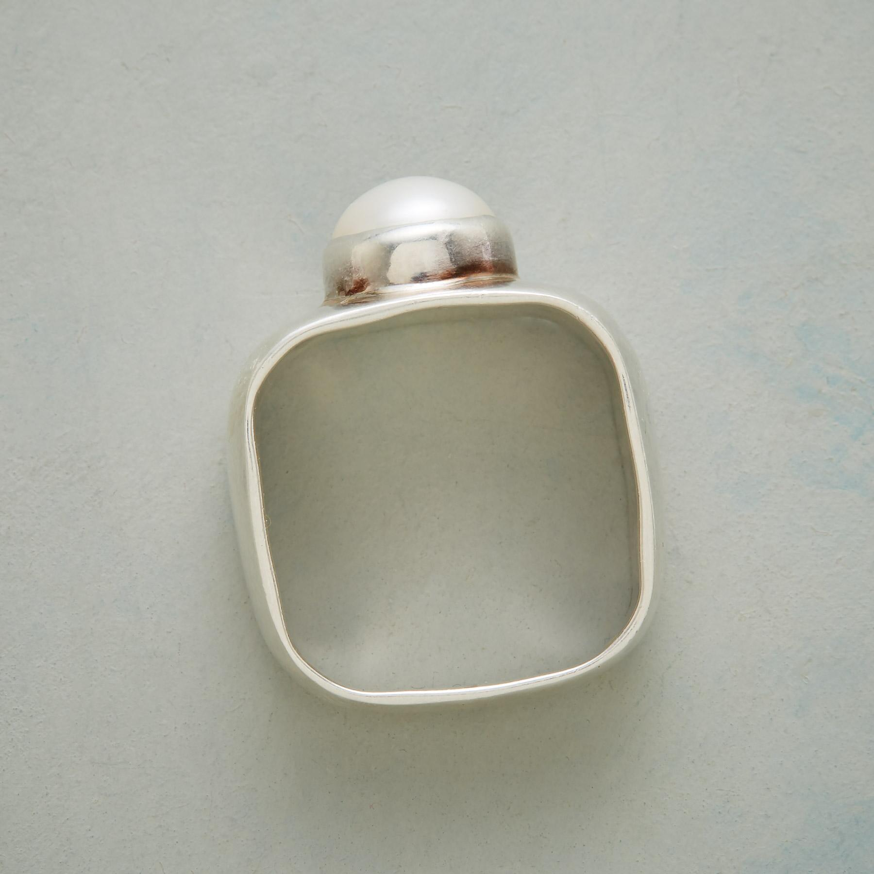 BOXED PEARL RING: View 2