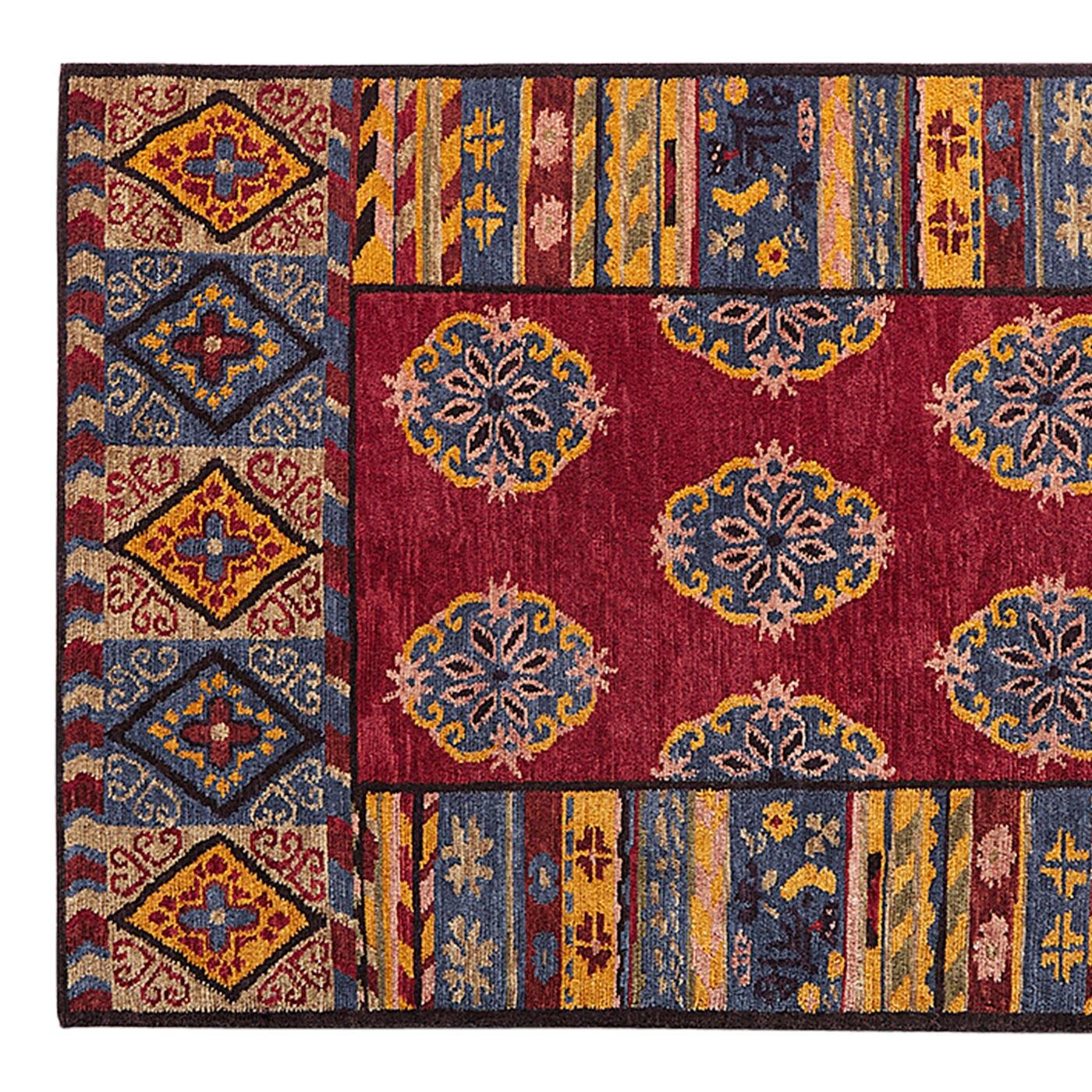 LAKE FOREST KNOTTED RUG - SM: View 1