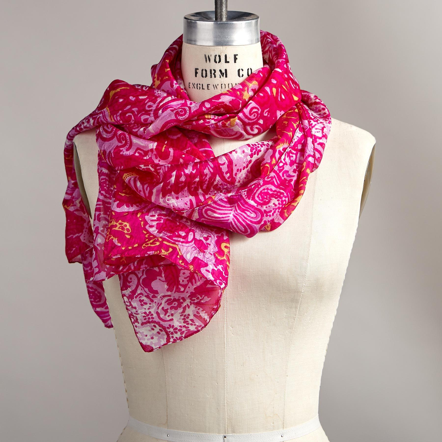 PAISLEY CHEER SCARF: View 1