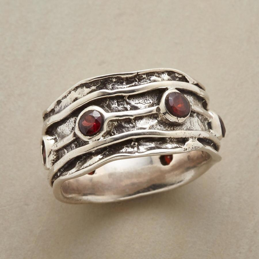 BETWEEN THE LINES RING