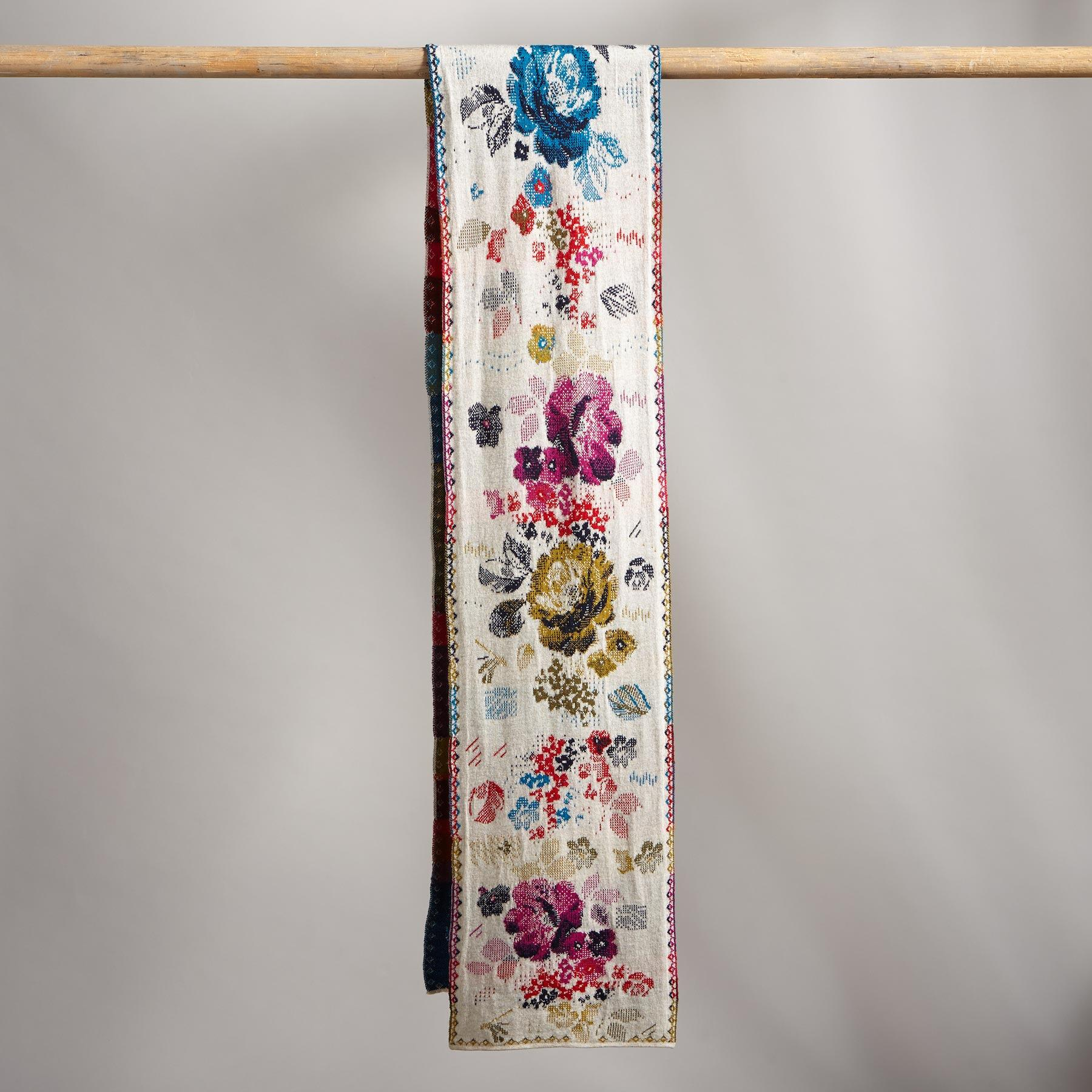 EVER BLOOM SCARF: View 2