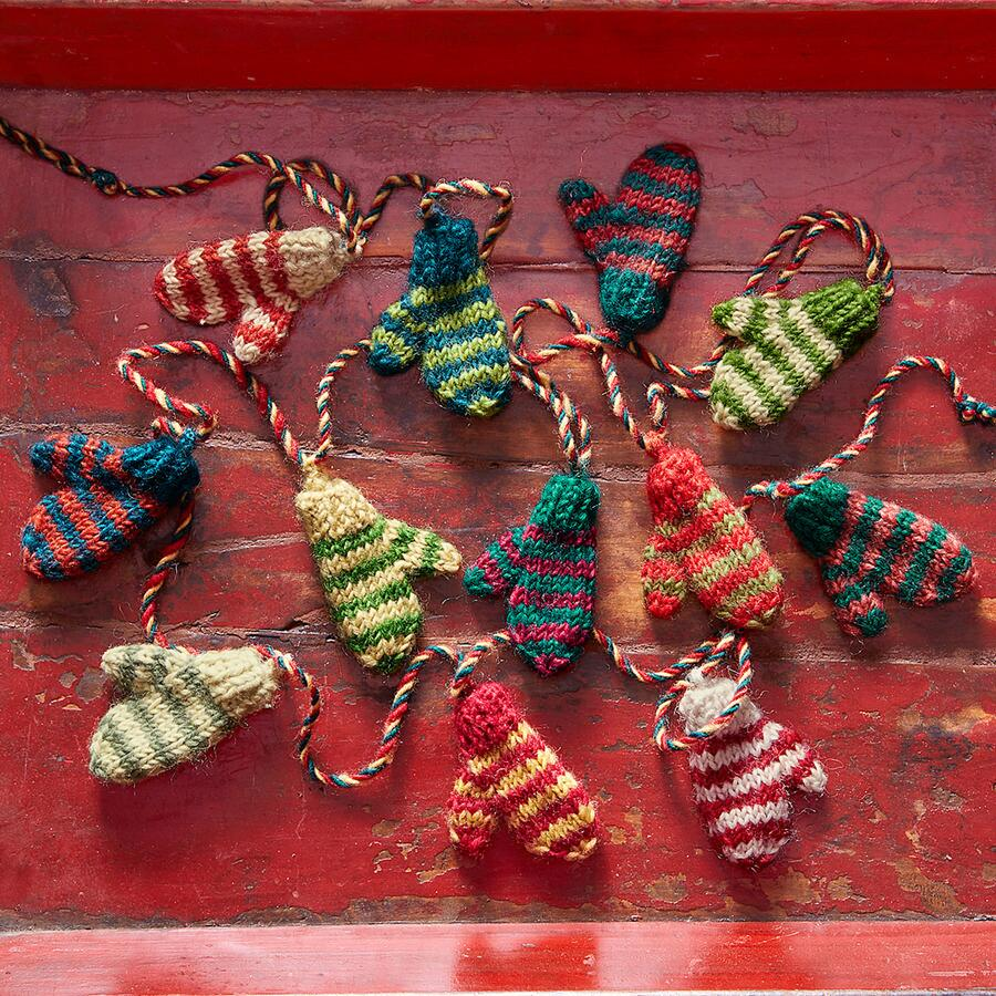 STRIPED MITTENS GARLAND