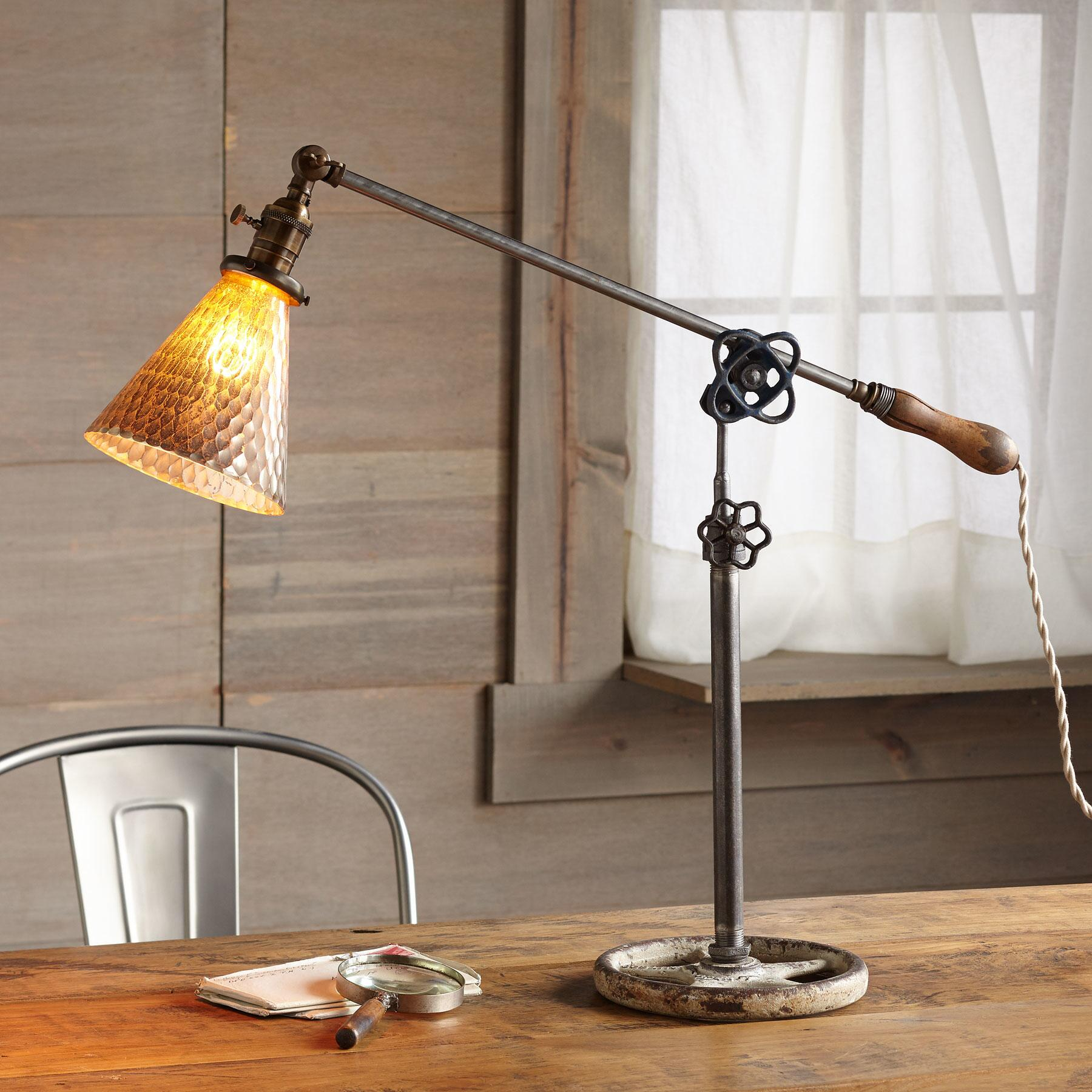 ST. PAUL TABLE LAMP: View 1