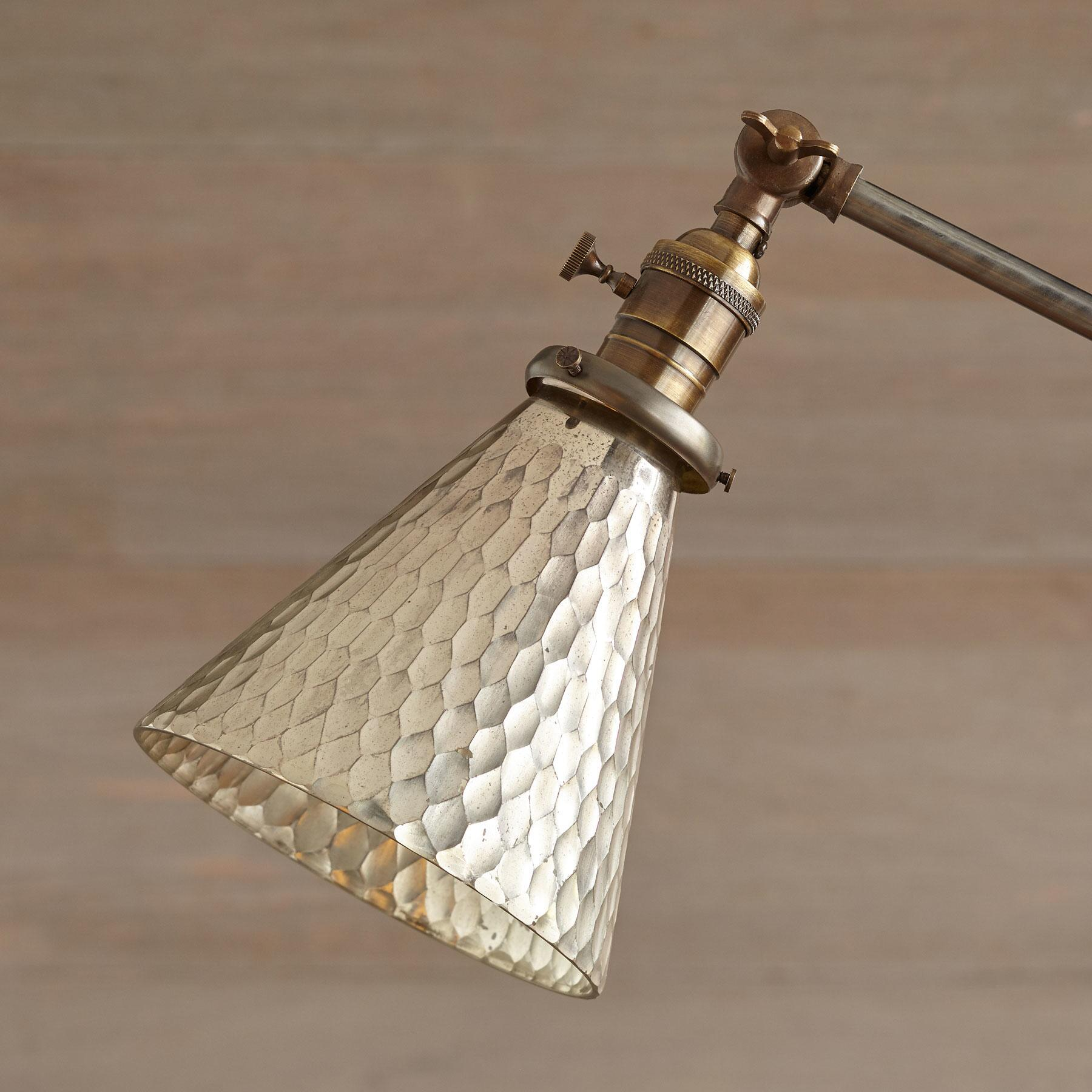 ST. PAUL TABLE LAMP: View 2
