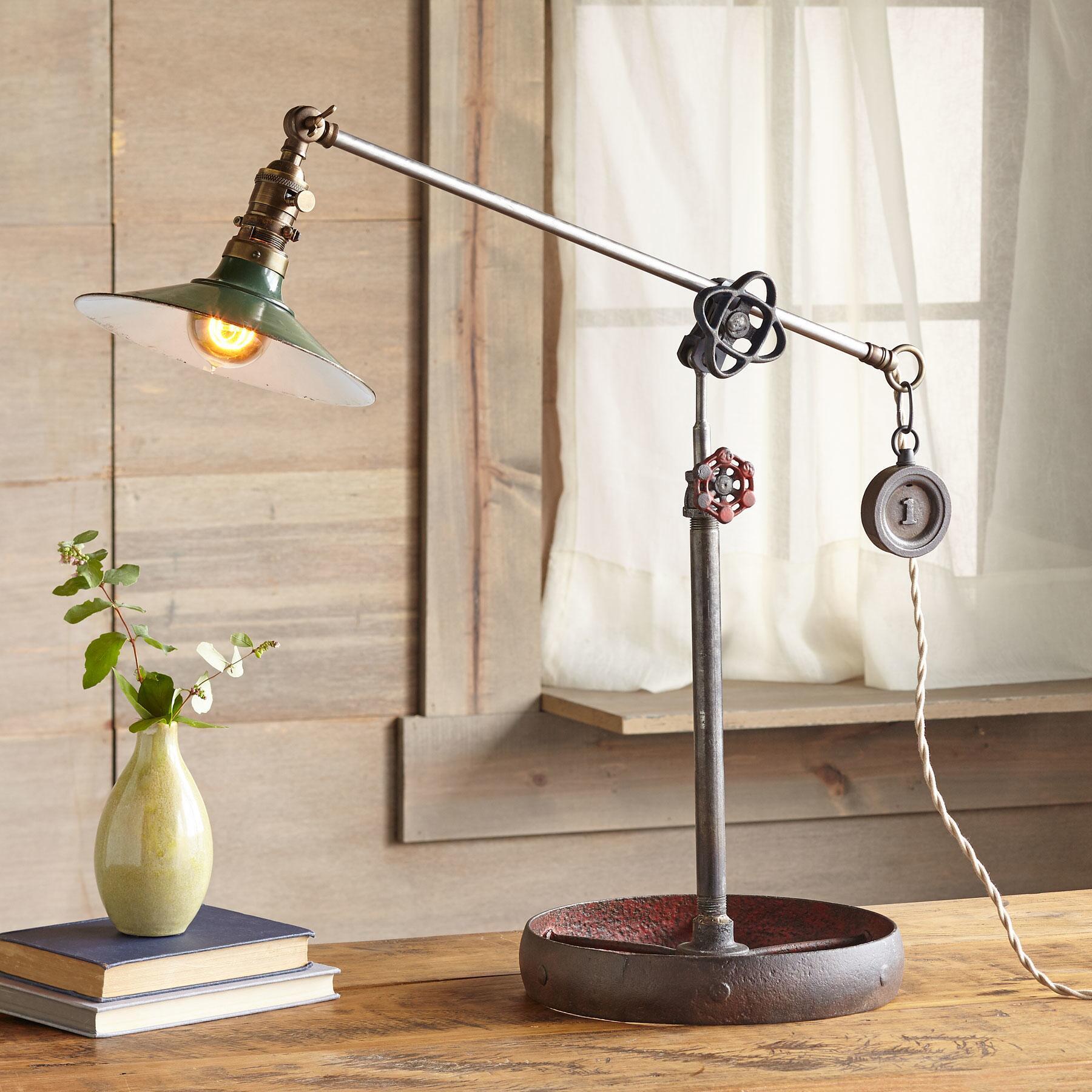 PHOENIX TABLE LAMP: View 1