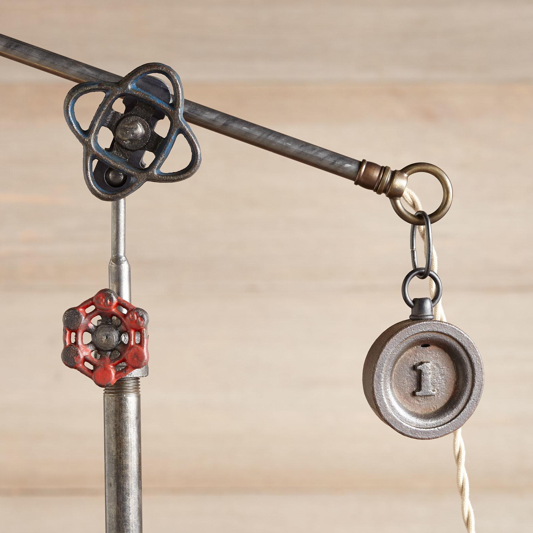 PHOENIX TABLE LAMP: View 3