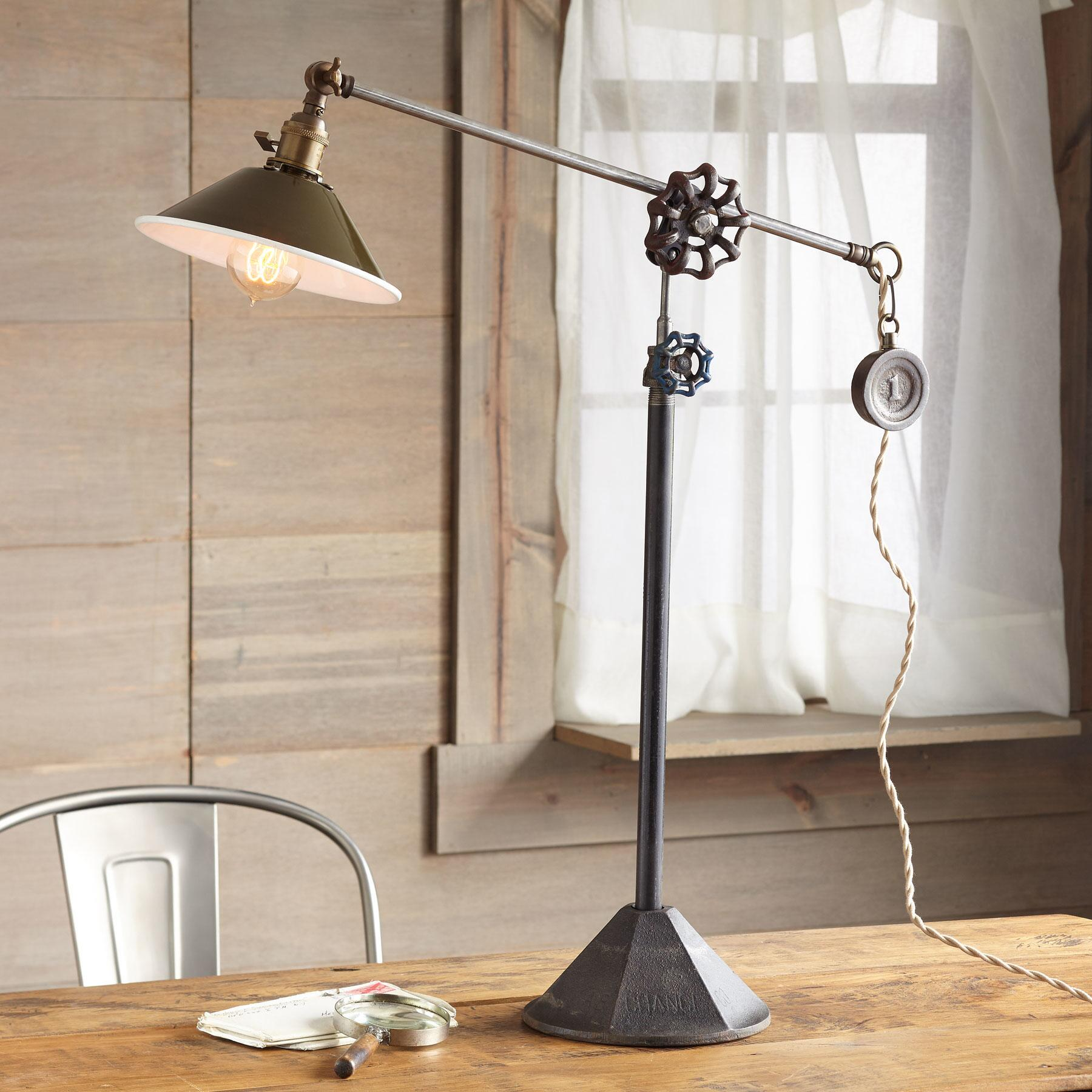 SACRAMENTO TABLE LAMP: View 1