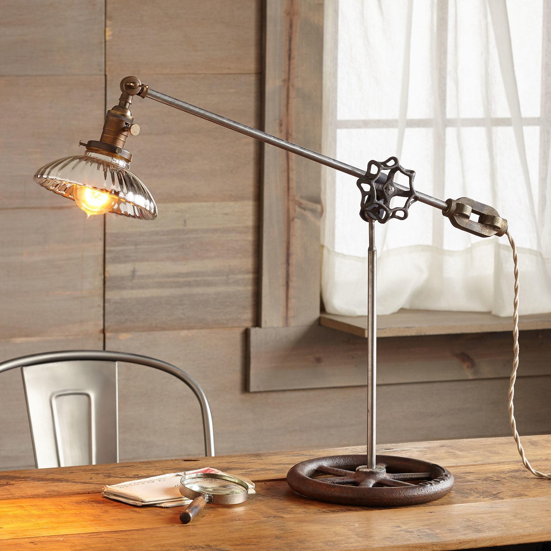 HONOLULU TABLE LAMP: View 1