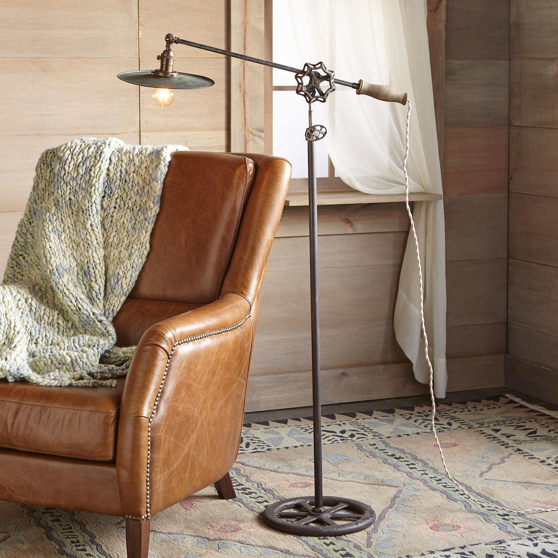 DES MOINES FLOOR LAMP: View 1