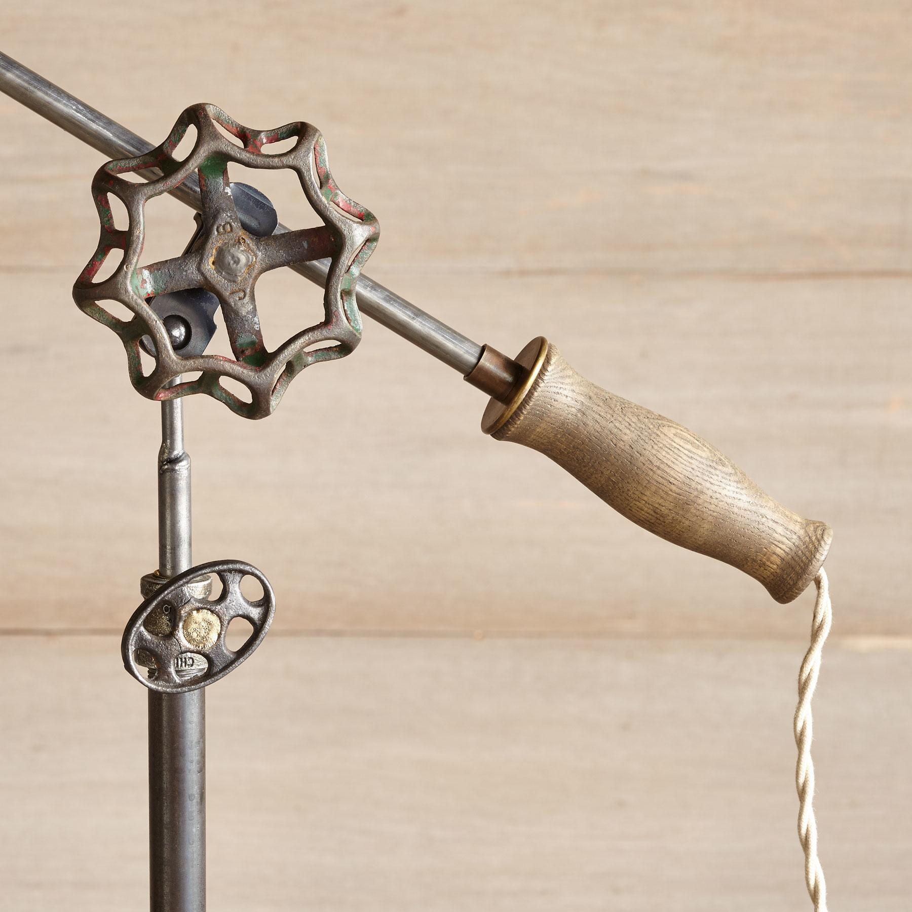 DES MOINES FLOOR LAMP: View 3