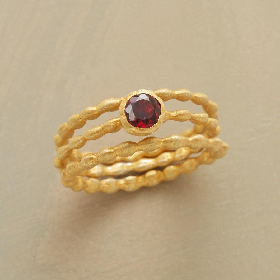 PEBBLED GARNET RING TRIO