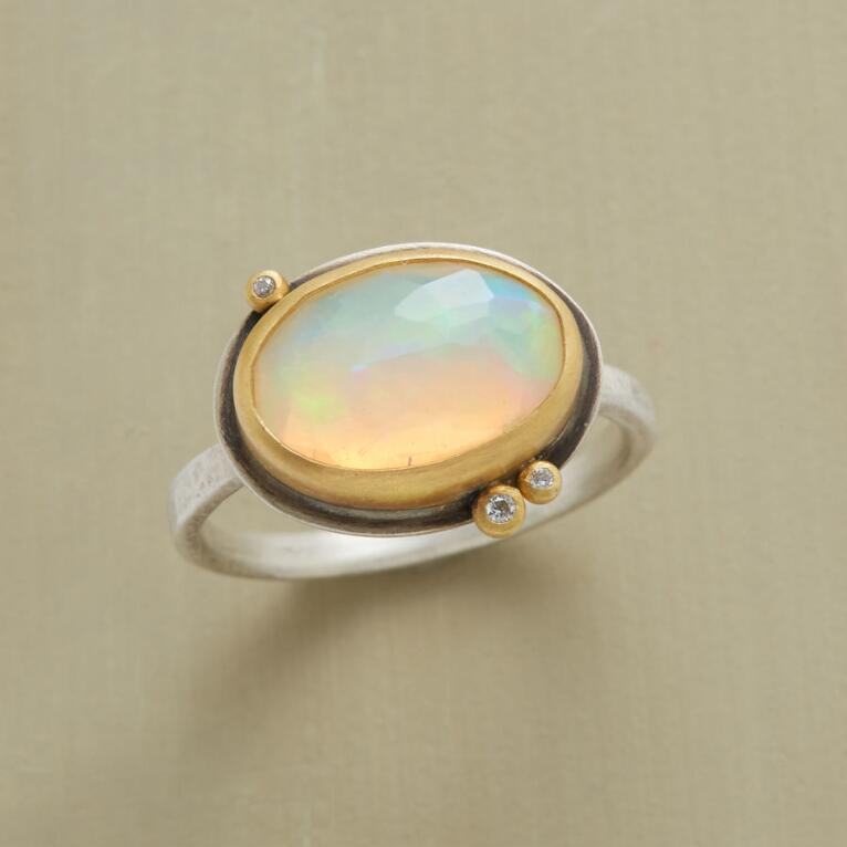 DANCING LIGHT RING