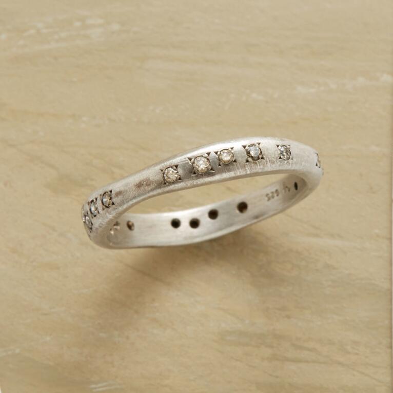 DIAMOND SWELLS RING