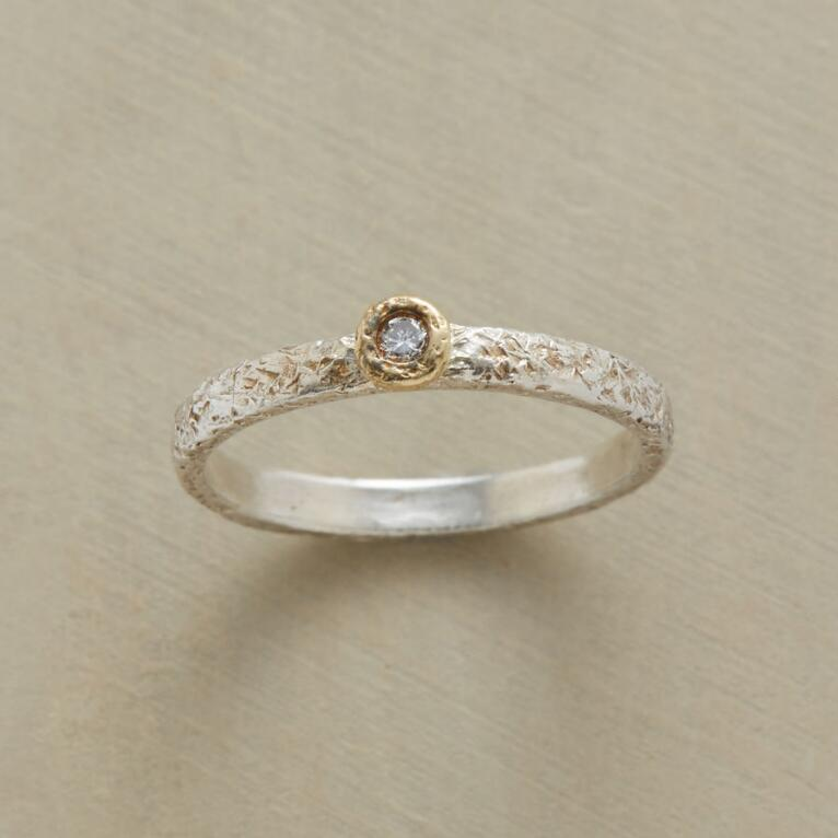 EASY GOING DIAMOND RING
